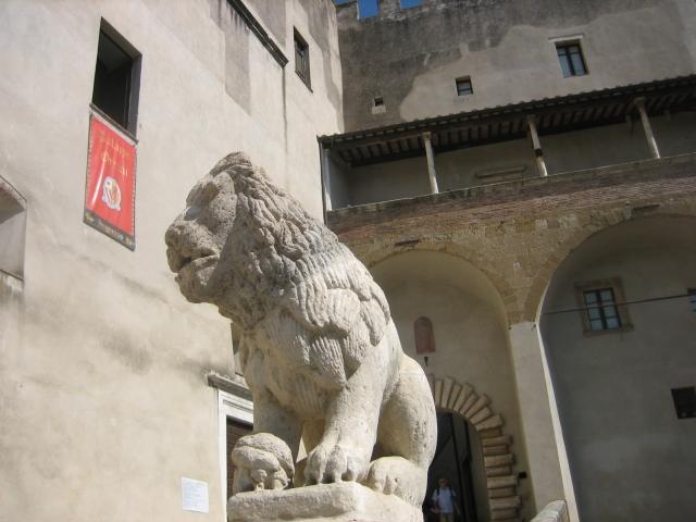 Pitigliano pussycat, Tuscany